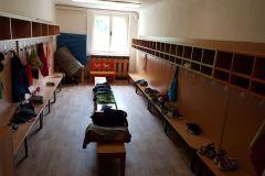Stará-škola-venkovní-schodiště-a-šatna-02