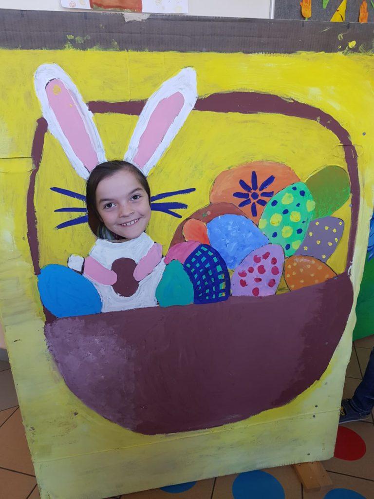 Nahlédněte, jak to u nás ve škole vypadalo na Velikonočním jarmarku :-)